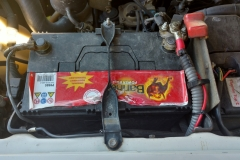 Starterbatterien vorne  - landcruise.aholic.ch